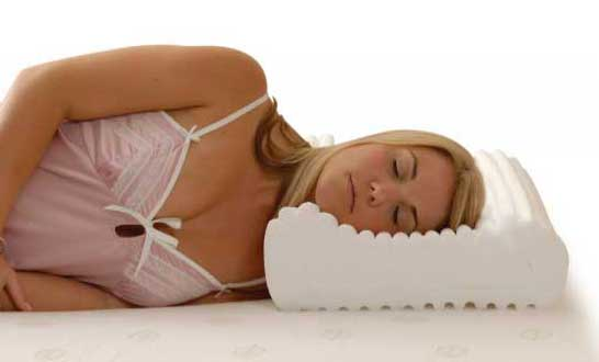 How to sleep on a contoured pillow